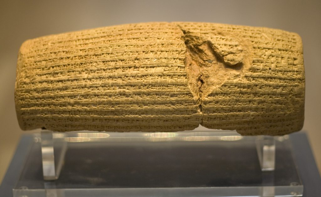 Cyrus_Cylinder_front