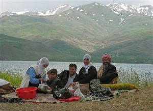 Family picnicking on Lake Van in 2005. Picture by Jelle Verheij.